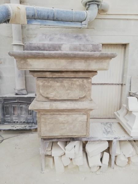 tête de pilier en pierre refait à l'identique par Sarl GUERIN cheminées à Caen