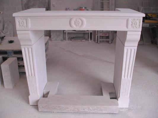 cheminée L XVI en copie par Sarl GUERIN cheminées pour des clients  à Deauville