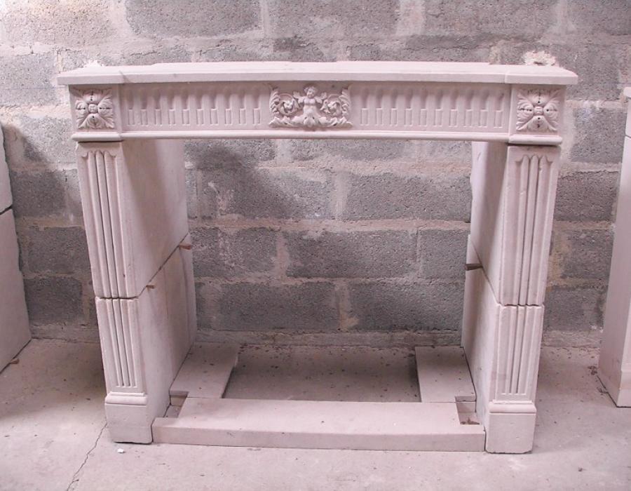 cheminée L XIV ancienne basse restaurée - réf 114, en pierre de Falaise