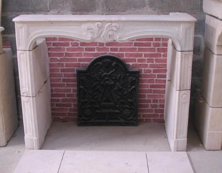 cheminée L XV ancienne basse restaurée - réf 121, en pierre de Valognes
