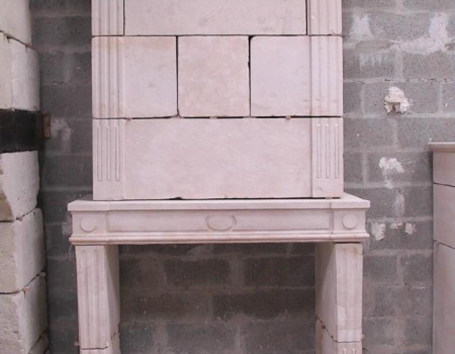 cheminée L XVI ancienne restaurée à trumeau - réf 124 - en pierre de Falaise