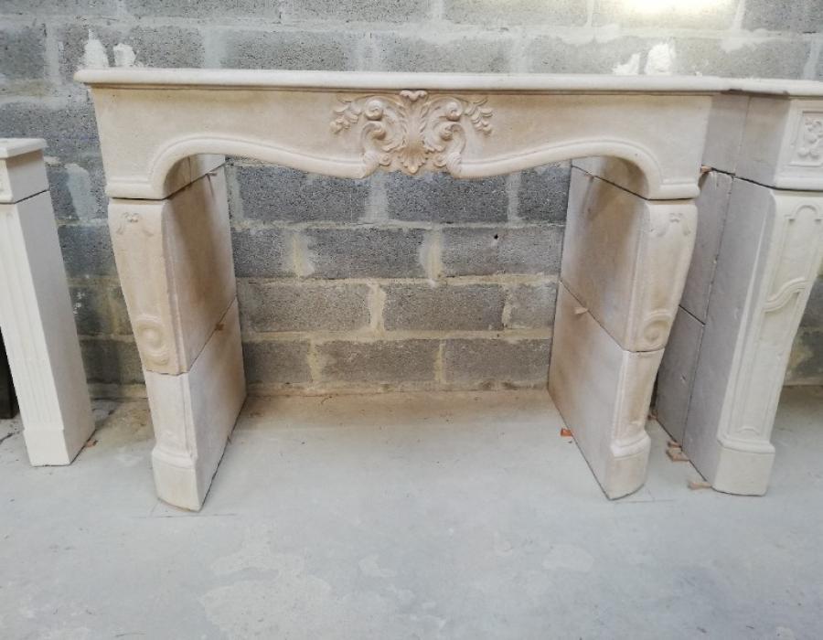 cheminée de style L XV basse en copie - réf 128 - taillée en pierre de Semont