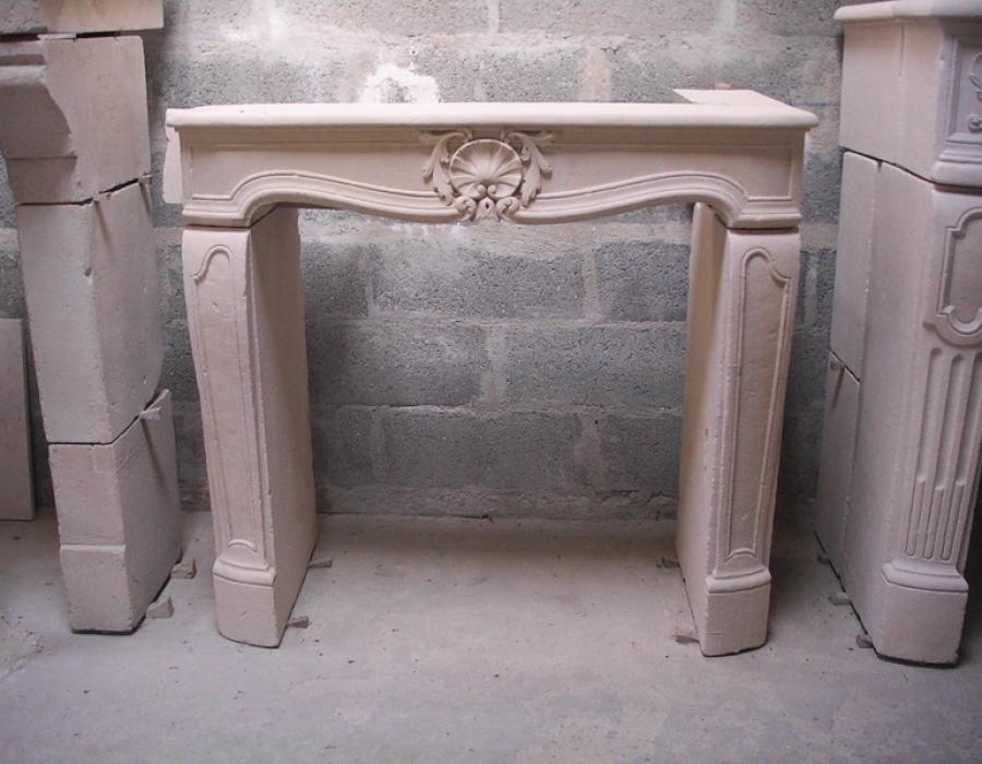 cheminée L XV basse ancienne restaurée - réf 136 - pierre de Caen