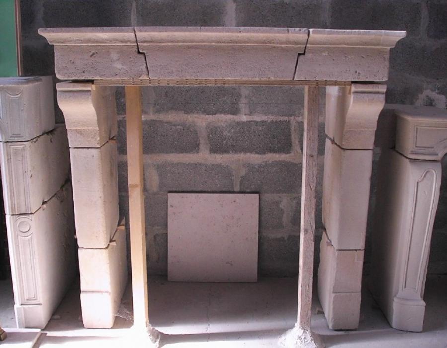 cheminée Sarthoise basse ancienne restaurée - réf 149, en pierre  rustique