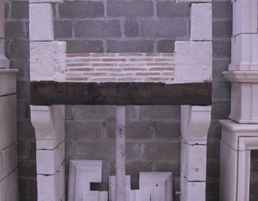 cheminée Pays d'Auge ancienne à trumeau restaurée - réf 155 - en pierre de Tuffeau