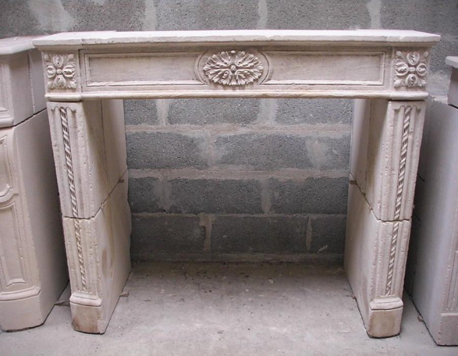 cheminée L XVI ancienne basse restaurée - réf 172 - en pierre de Bayeux