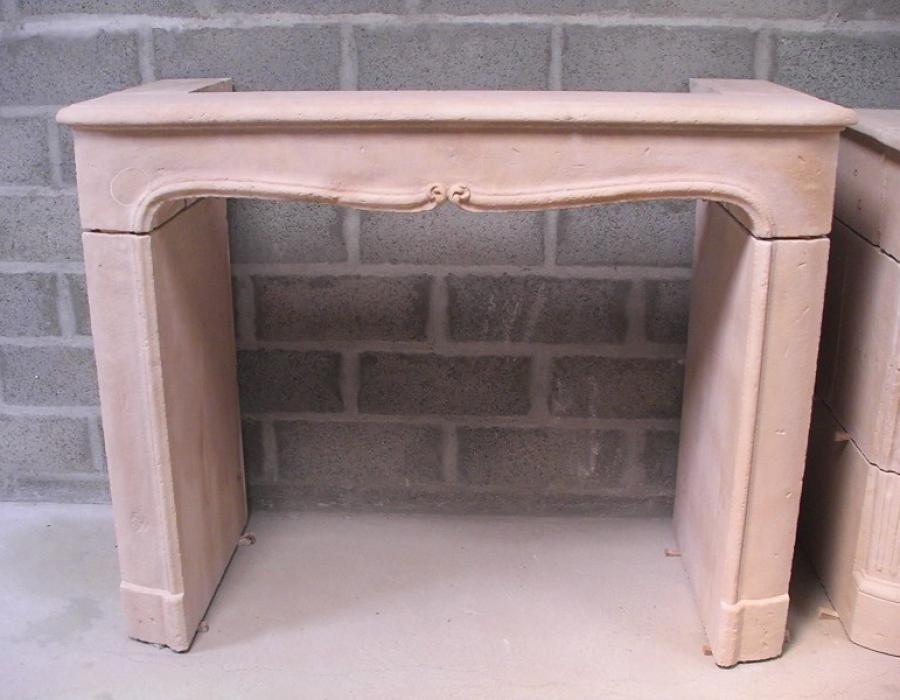 cheminée de style Régence basse en copie - réf 192 - taillée en pierre fine de Tervoux