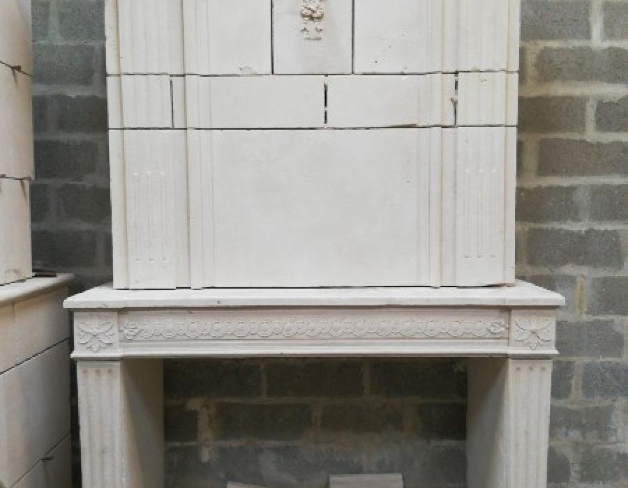cheminée L XVI ancienne à trumeau réf 197 à sculptures fines - pierre de Caen