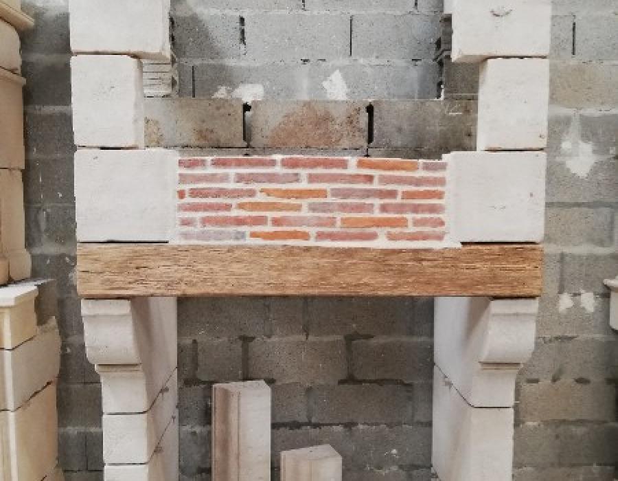 cheminée Pays d'Auge en copie, hotte avec briquettes, réf 199 en pierre de Semont
