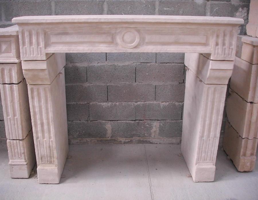 cheminée L XVI basse en copie - réf 27 - taillée en pierre de Tervoux