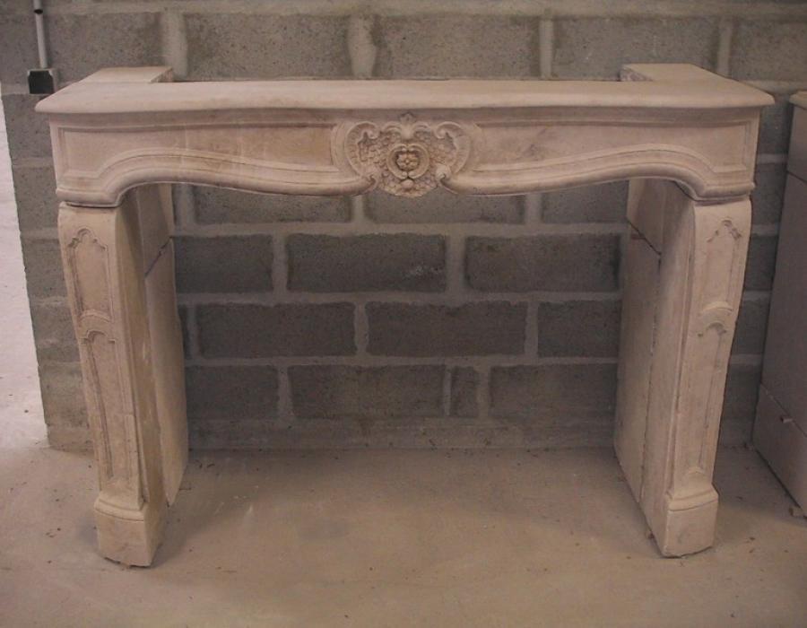 cheminée L XIV ancienne basse restaurée - réf 37, en pierre de Falaise