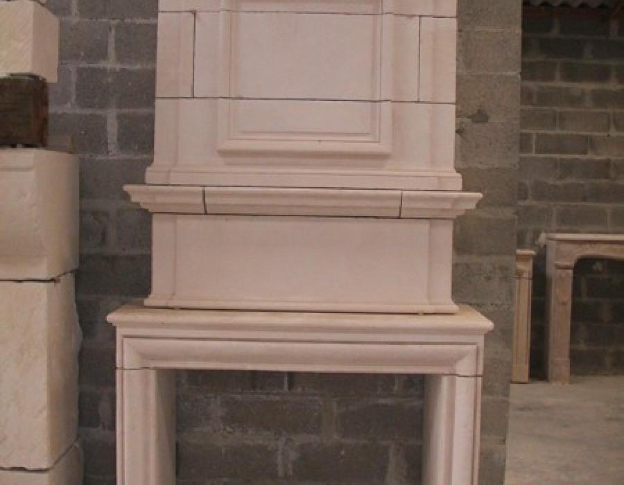 cheminée en copie de style L XIII à trumeau - réf 39 - en pierre de Tervoux