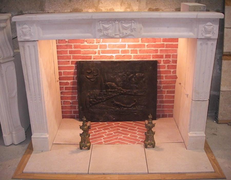 cheminée L XVI ancienne basse restaurée - réf 73 en pierre de Falaise