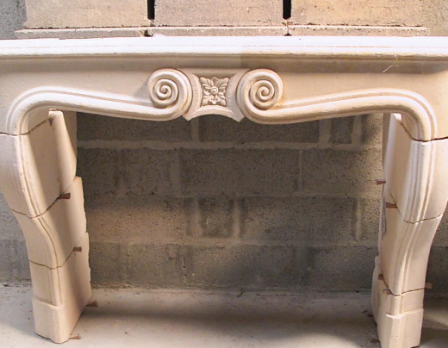 cheminée L XIV ancienne basse restaurée, réf 21 en pierre de Caen